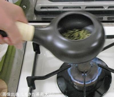 茶葉を焙じる