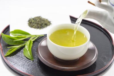 緑茶を注ぐ