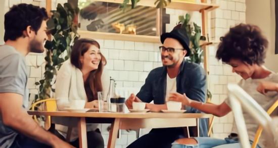 紅茶を飲みながら会話を楽しむ友人グループ