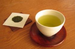 お茶は、なぜ健康に良いのかを、成分から検証する