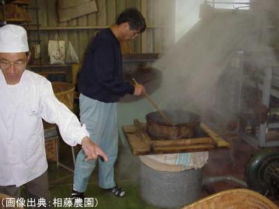 手作業による蒸熱