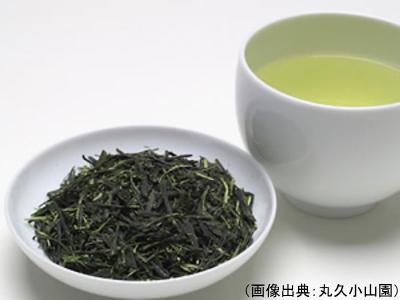 川柳の茶葉と水色
