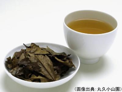 京番茶の茶葉と水色