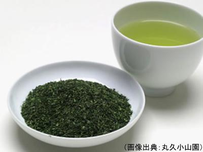 粉茶の茶葉と水色