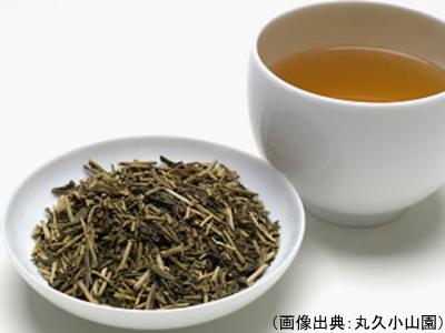 ほうじ茶の茶葉と水色