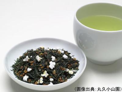玄米茶の茶葉と水色