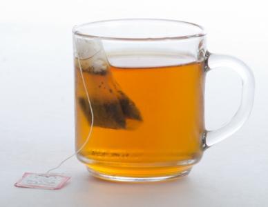 ティーバッグで薄めに入れた紅茶