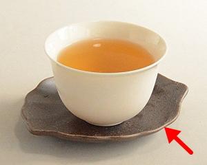 緑茶を入れた茶碗と茶托