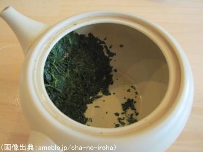 茶葉が急須の茶こし周辺に偏っている