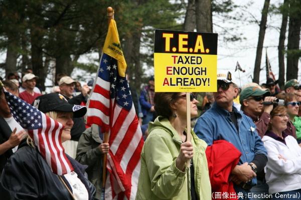 「もう税金はたくさんだ(Taxed Enough Already)」を呼びかけるティーパーティー運動